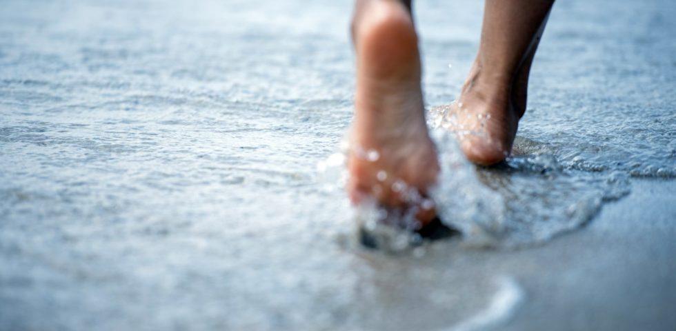 camminare sulla spiaggia