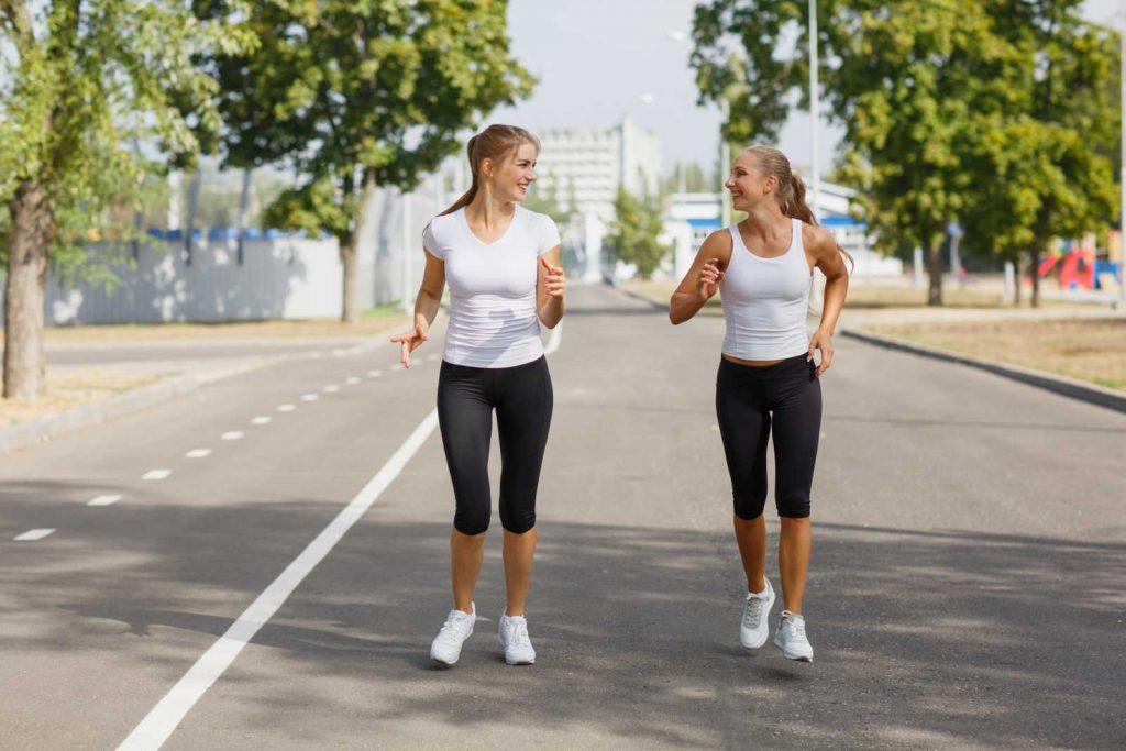 walking camminata veloce con un'amica