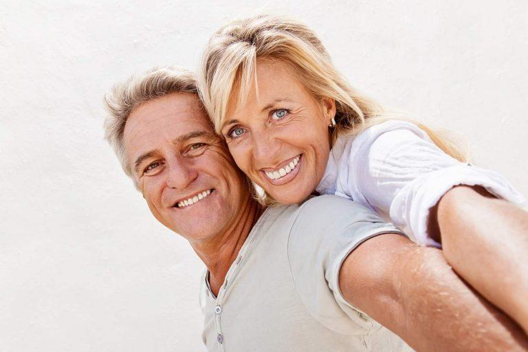settimana del benessere sessuale, una coppia felice