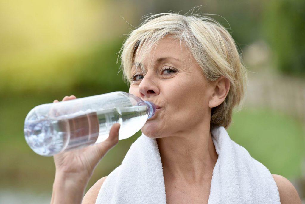 perché bere è importante in menopausa