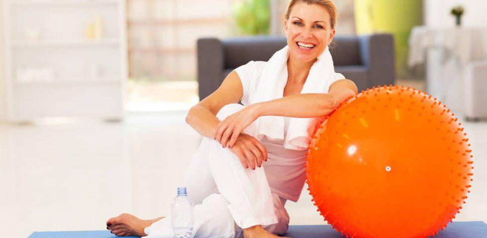 donna fa ginnastica in menopausa