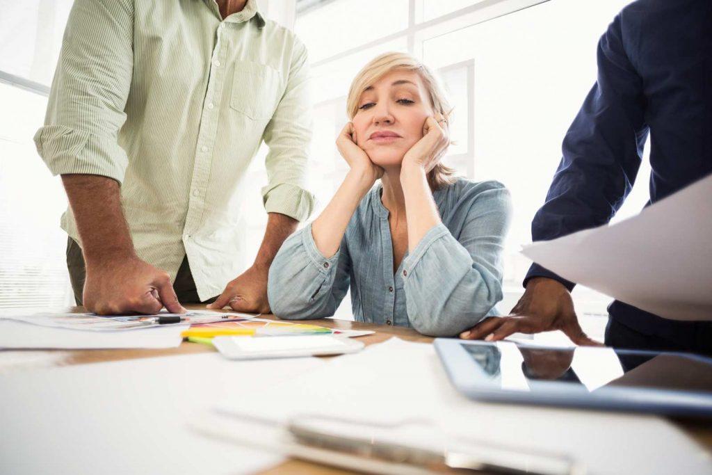 donna stressata dal lavoro e altro