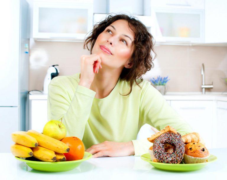 donna mangia dolci